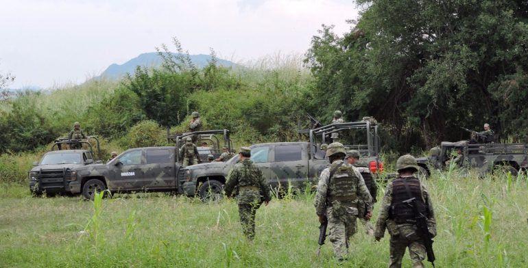 Hombres armados emboscan a policías en Aguililla, Michoacán; hay dos muertos