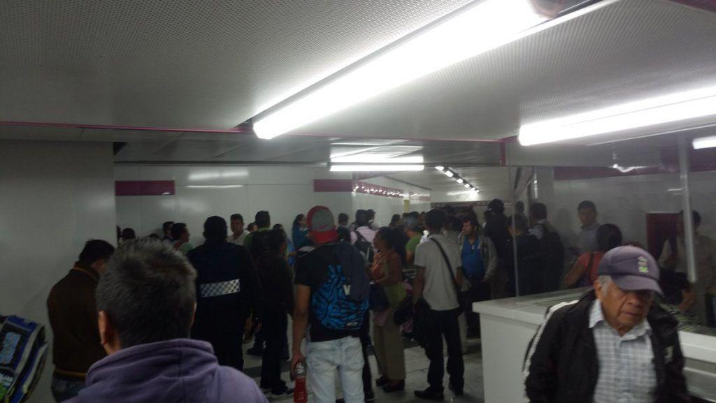 Sujeto muere tras arrojarse a vías del Metro en Balbuena