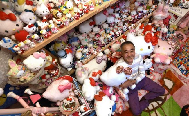 Un expolicía posee la colección más grande de Hello Kitty