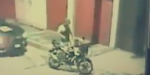 #Video Intenta robar motocicleta de la policía en Tlalpan