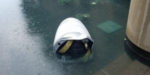 Robot policía cae a fuente y se descompone