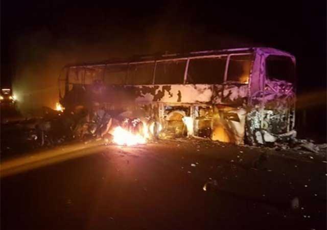 Choca autobús en Tula; mueren siete