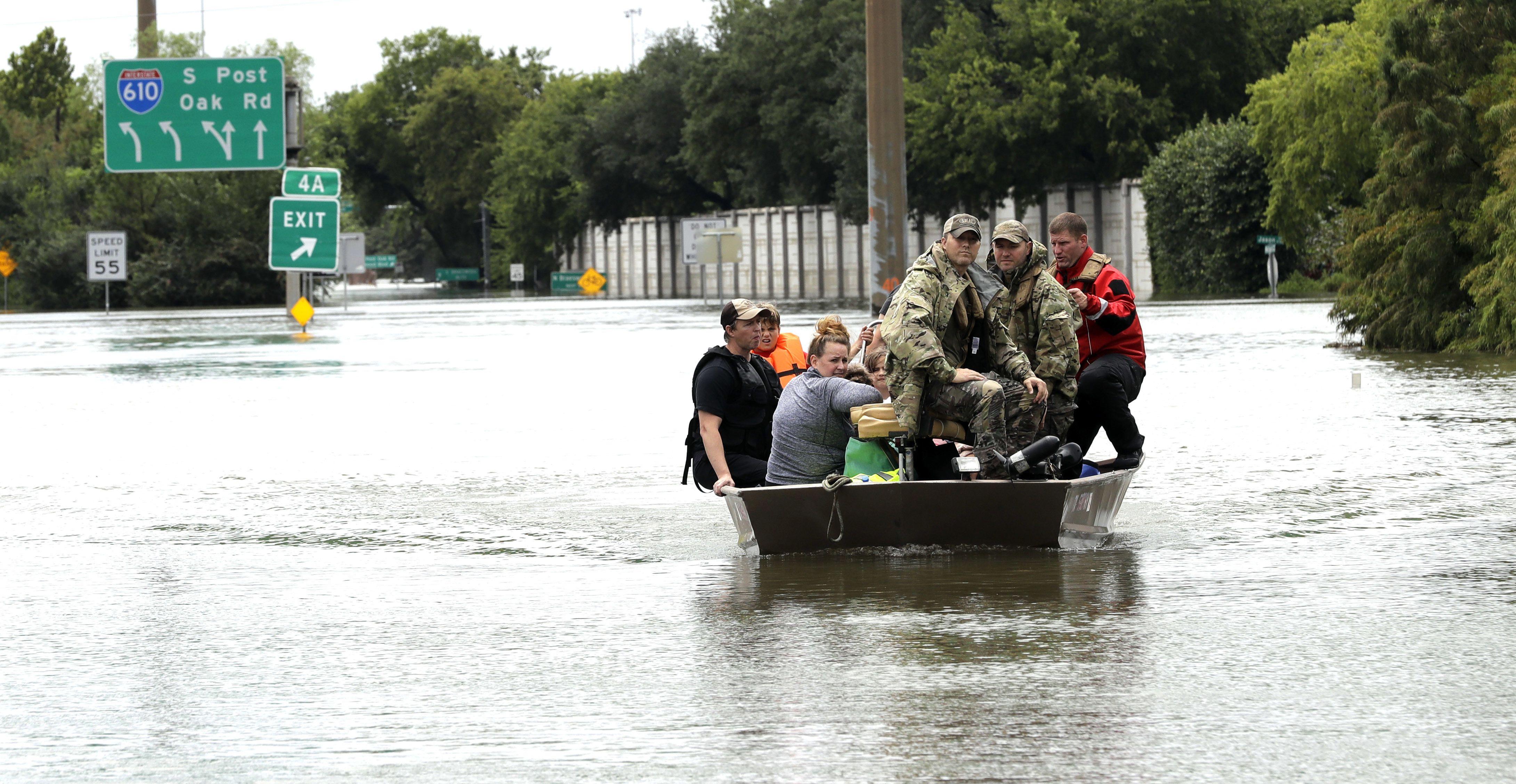 Trump arriba a Texas para evaluar catástrofe causada por 'Harvey'