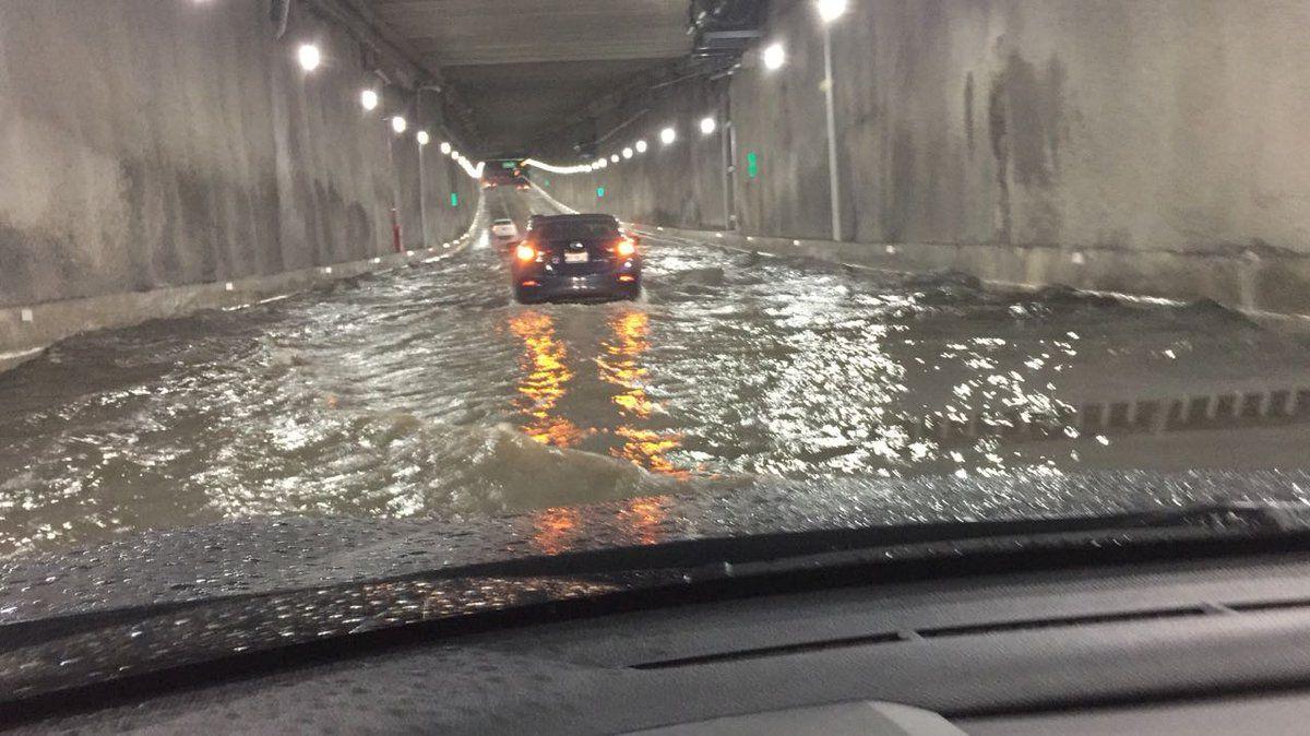 Despiden a funcionario de obras por inundaciones en Deprimido de Mixcoac