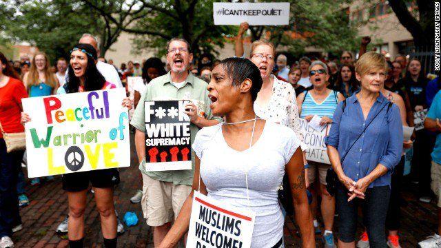 Marchan contra racismo en Boston