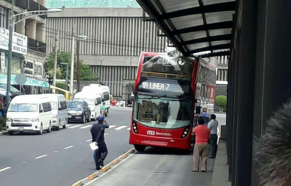 Unidad rebanada, por romper protocolo; habrá sanciones: Metrobús