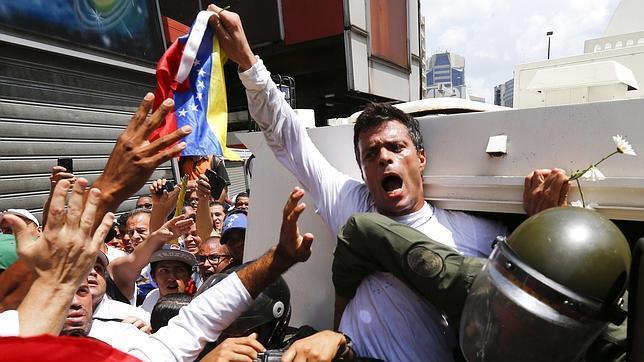 Abogado de López denunció la ilegalidad de la detención del dirigente opositor