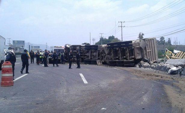 Volcadura de tráiler deja al menos siete lesionados en la México-Puebla