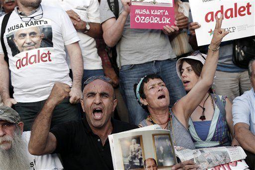 Turquía lanza operación para detener a 35 periodistas