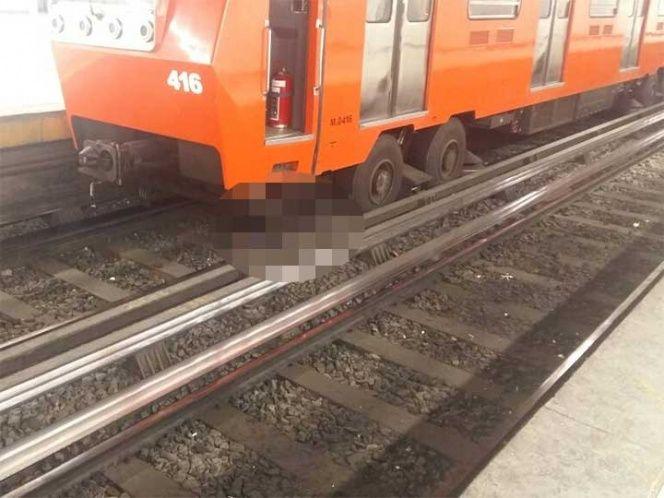 Hombre se avienta a las vías del Metro y queda prensado vivo
