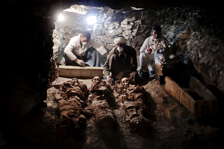 Descubren momias y la tumba de un importante orfebre