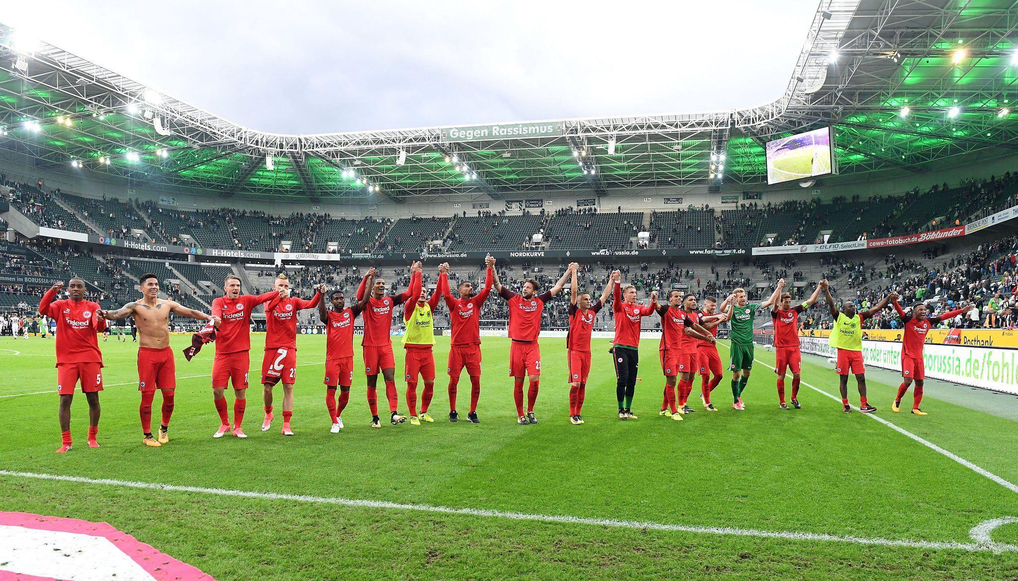 Carlos Salcedo debuta en el Eintracht con triunfo en Bundesliga