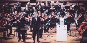 YuMi robot dirige orquesta