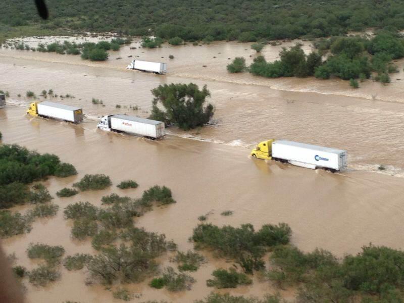 Cierran carreteras Monterrey Nuevo Laredo por lluvias torrenciales