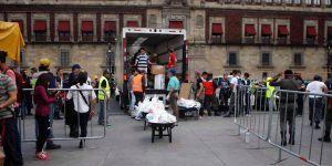 Centro de acopio en el Zócalo recibe 215 toneladas de víveres