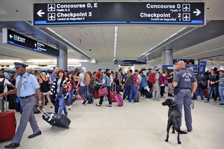 Aerodom informa cancelan algunos vuelos por tormenta Irma