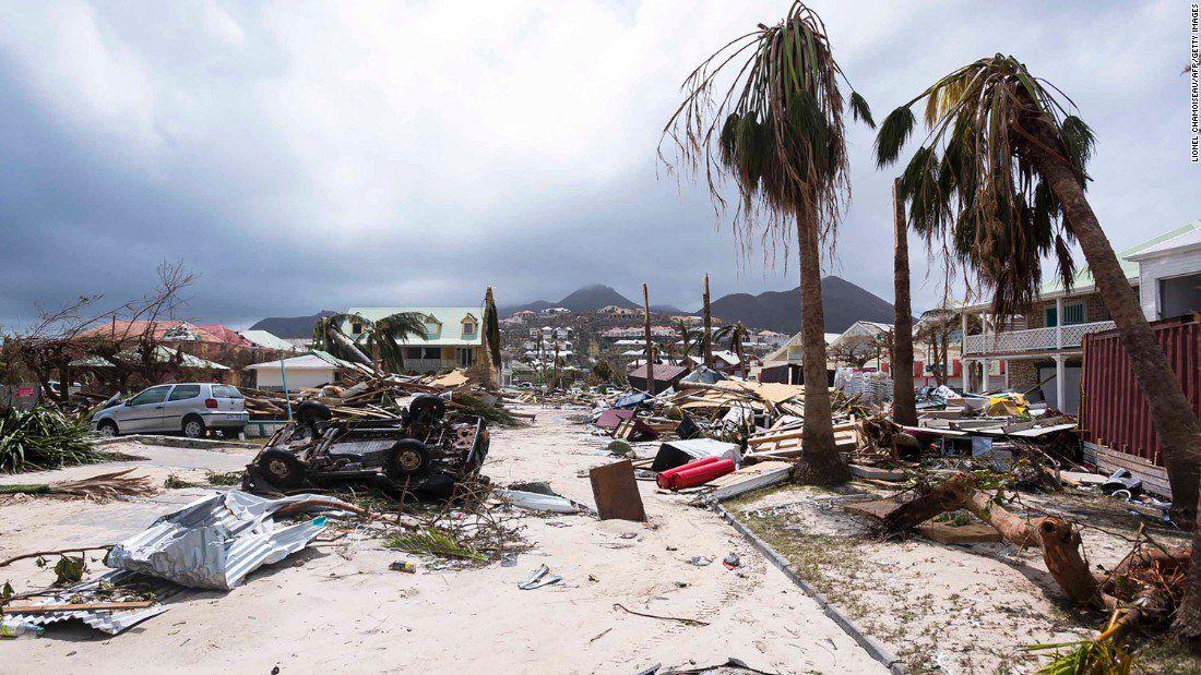 EEUU: evacúan a turistas ante llegada del huracán Irma a Florida
