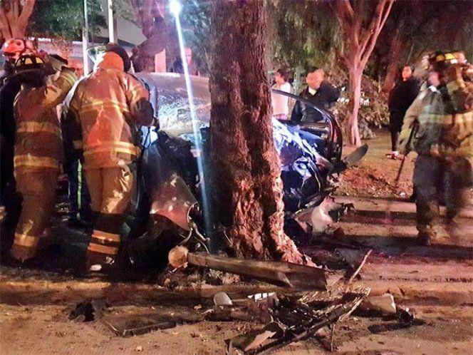 Pareja muere tras chocar contra árbol en Río Churubusco