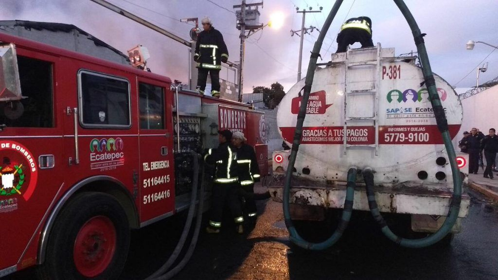 Se incendia fábrica de muebles en Ecatepec