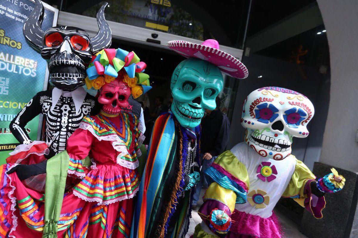 Ofrendas y paseo nocturno para los muertos en la CDMX