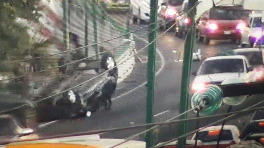#AlertaADN Avioneta aterriza de emergencia en Boulevard Toluca