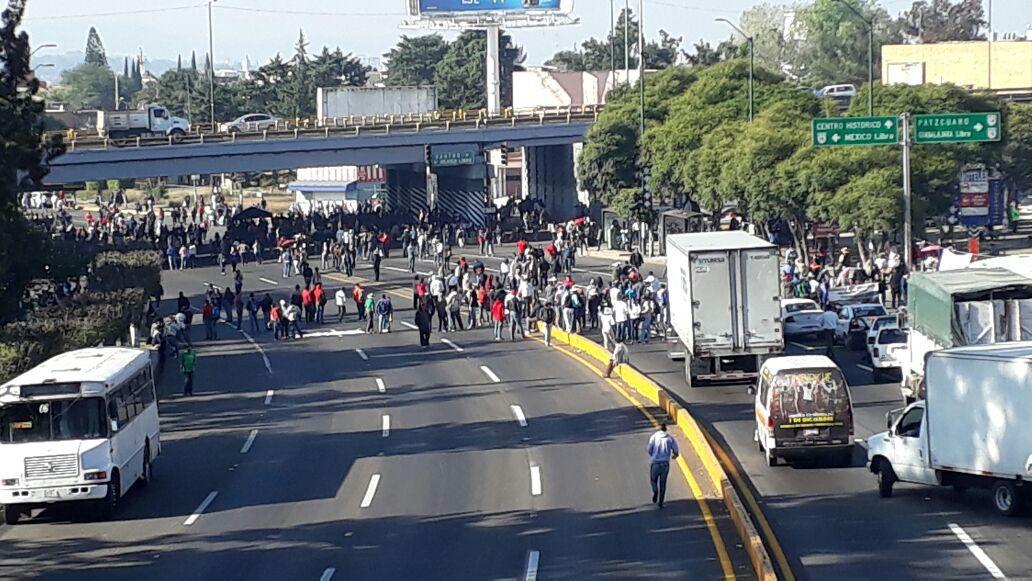 Bloqueos y manifestaciones mantienen en caos vial a Morelia — AlMomento