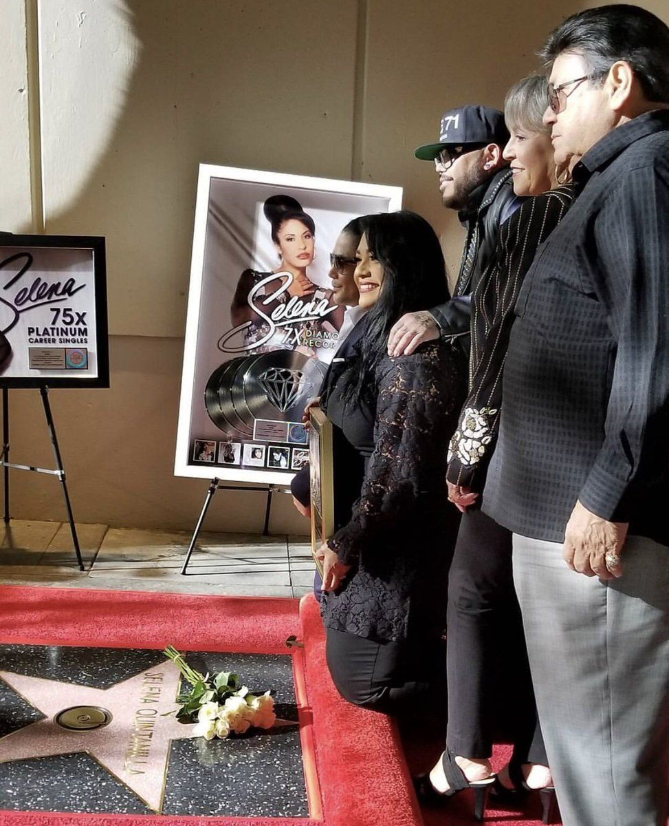 Develan estrella de Selena en Hollywood